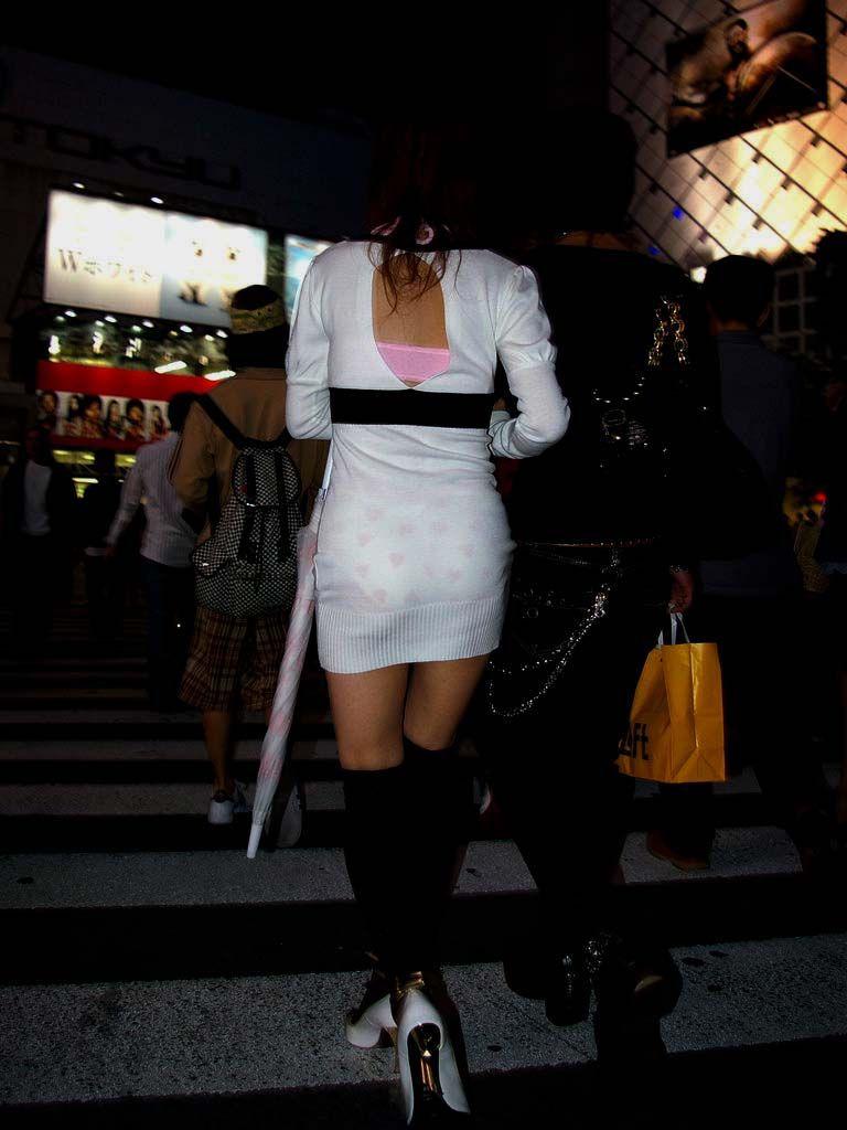 ワンピース 透け感 下着 透ける 街撮り 白ワンピ エロ画像【26】