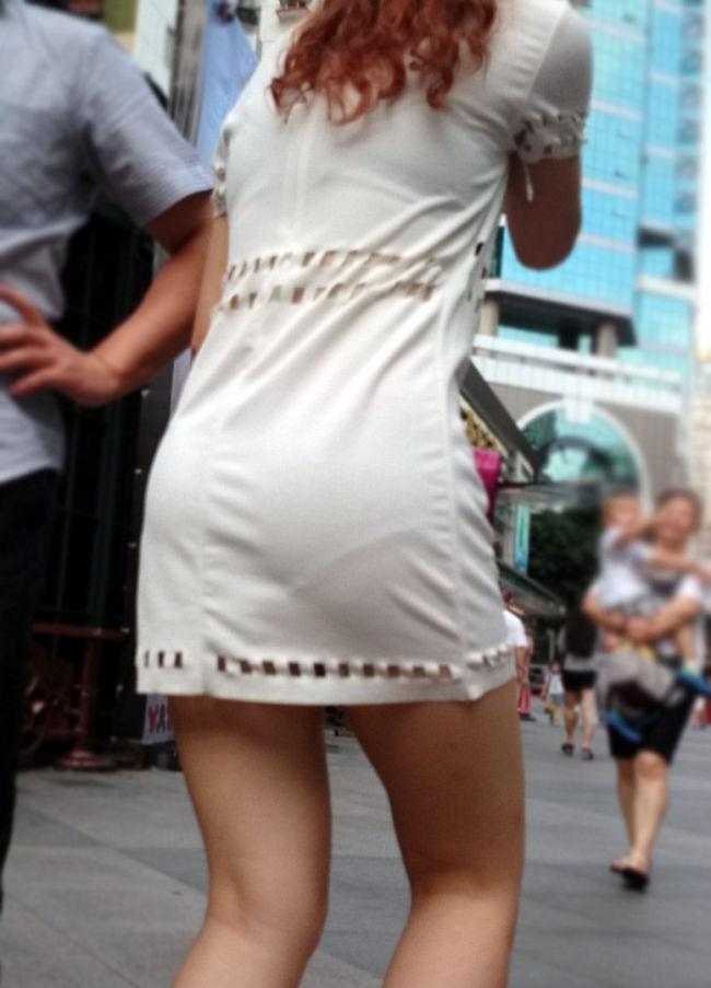 ワンピース 透け感 下着 透ける 街撮り 白ワンピ エロ画像【30】