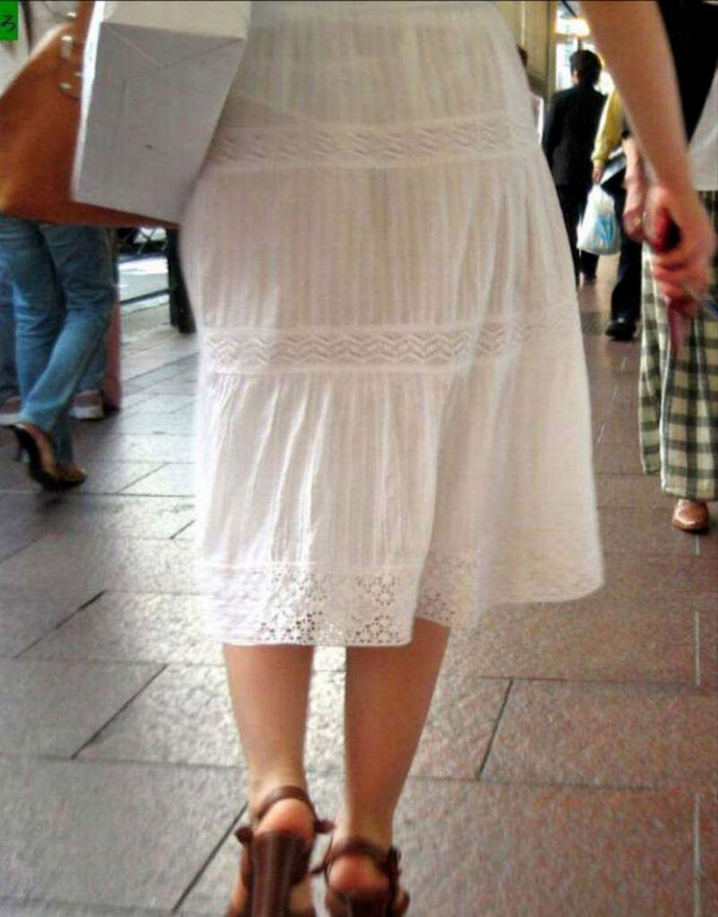 ワンピース 透け感 下着 透ける 街撮り 白ワンピ エロ画像【32】