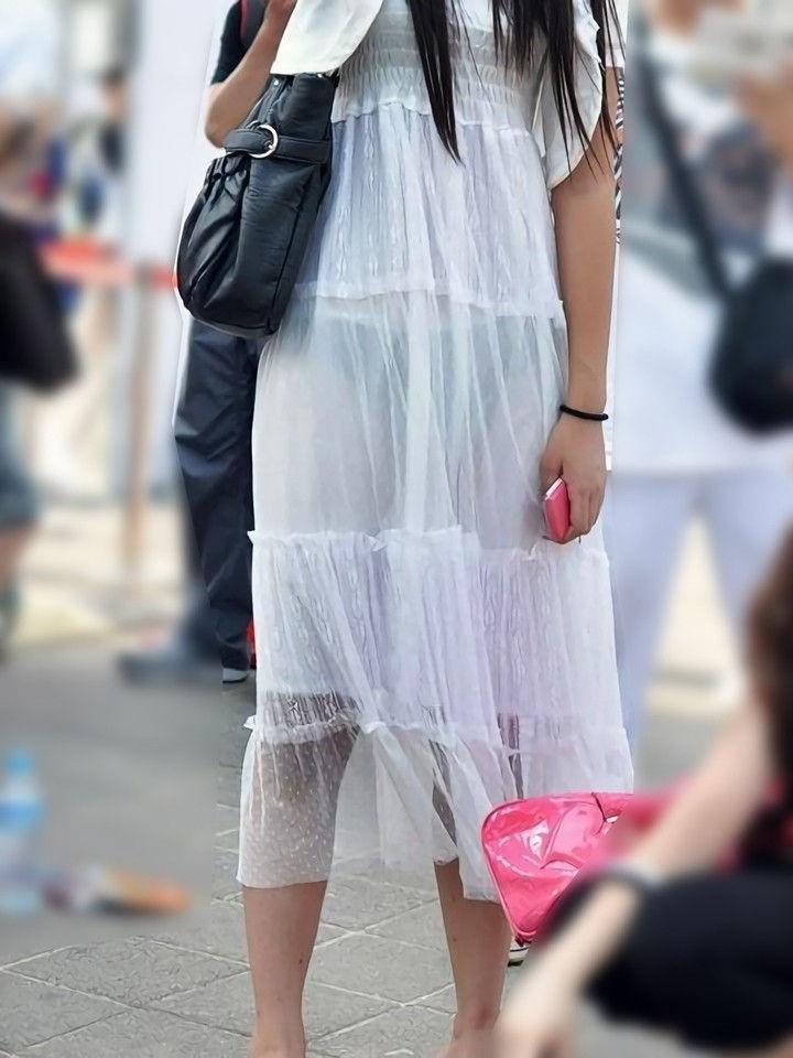 ワンピース 透け感 下着 透ける 街撮り 白ワンピ エロ画像【40】