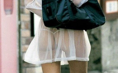 JKのスカートからパンツや太ももが透けてるエロ画像 ④