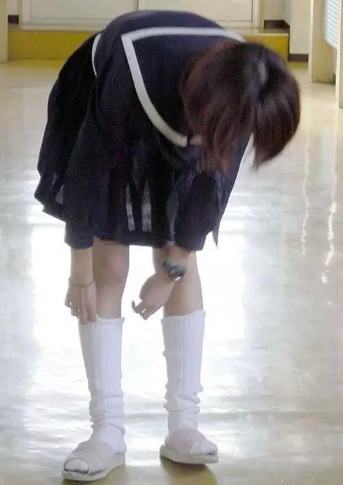 JK スカート パンツ 太もも 透け エロ画像【4】