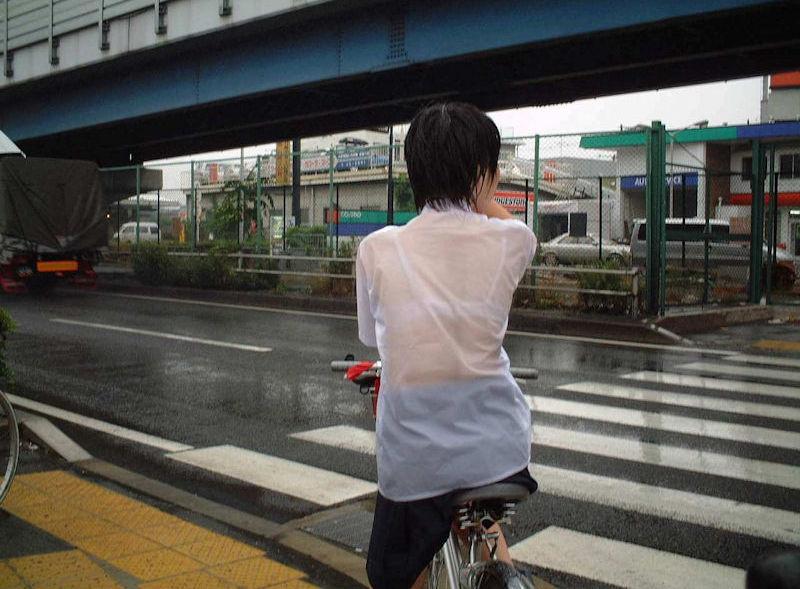 JK 雨 濡れ 透け ブラジャー エロ画像