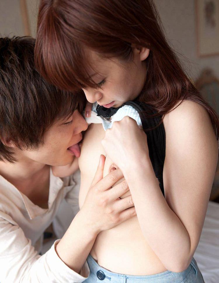 乳首 舐める 勃起 エロ画像【11】