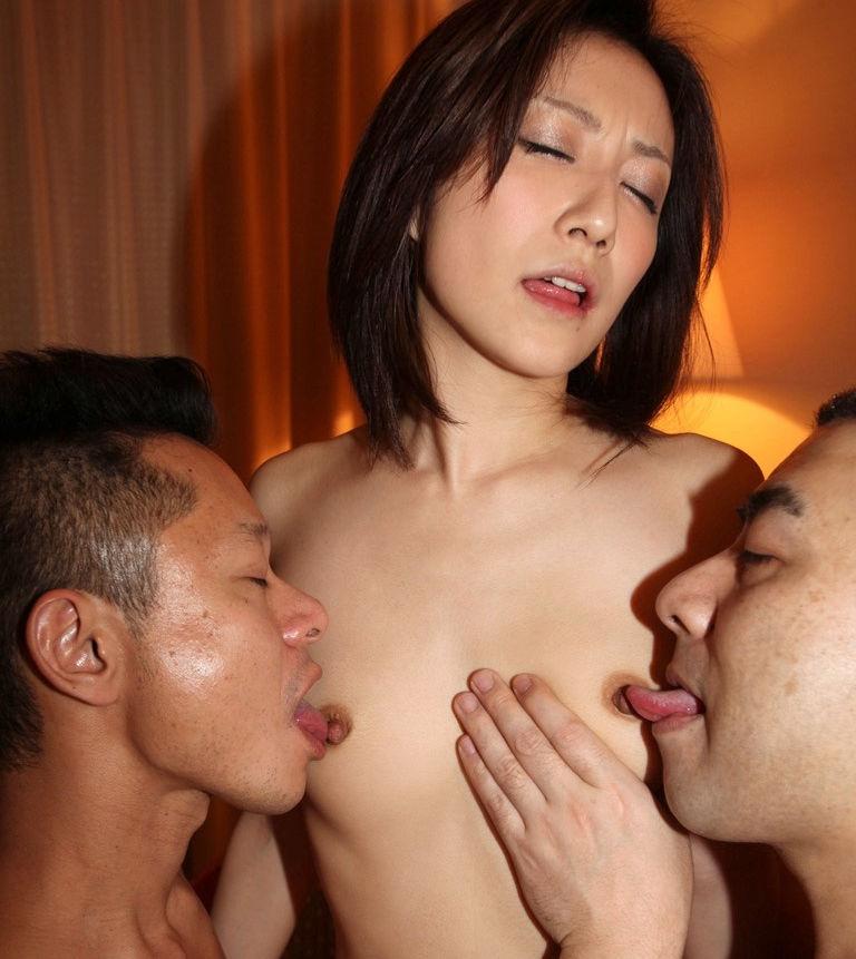 乳首 舐める 勃起 エロ画像【48】