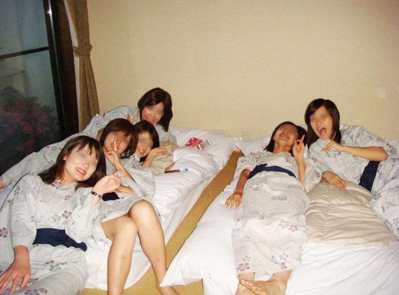 旅館の浴衣着てはじけるギャル旅行のエロ画像