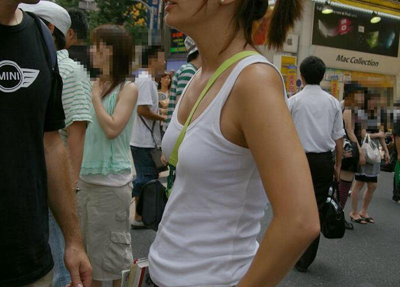 薄着 パイスラ 着衣 貧乳 街撮り エロ画像