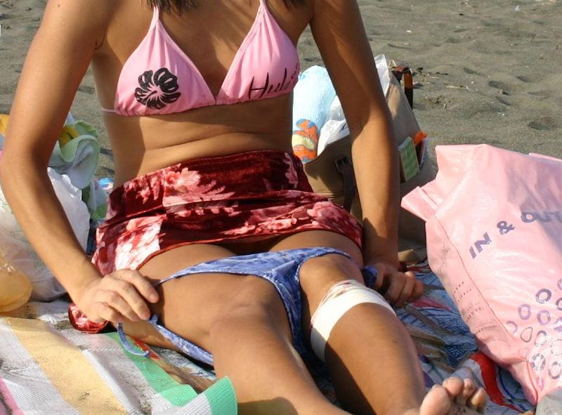 水着女子の着替え・脱衣写真のエロ画像
