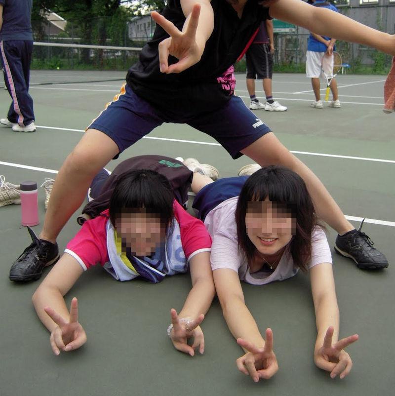 リア充 胸チラ ピース エロ画像【7】