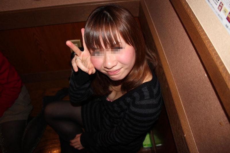 リア充 胸チラ ピース エロ画像【18】