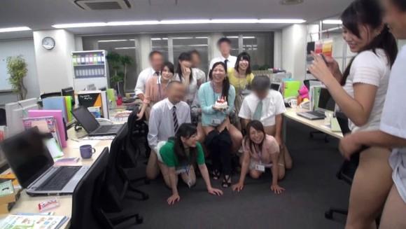 OL 複数 群れる セクシー 女性社員 エロ画像【29】