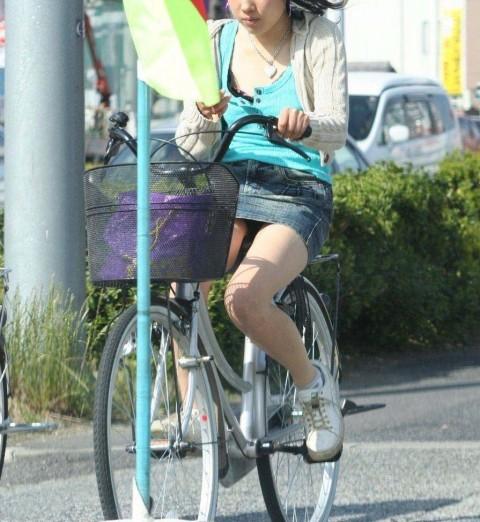 自転車 パンチラ 街撮り エロ画像【3】