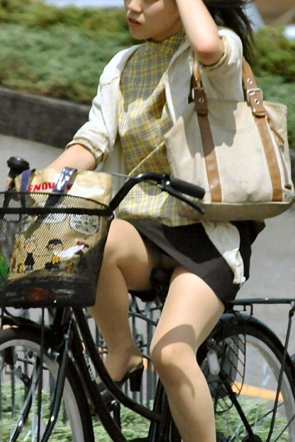 自転車 パンチラ 街撮り エロ画像【4】