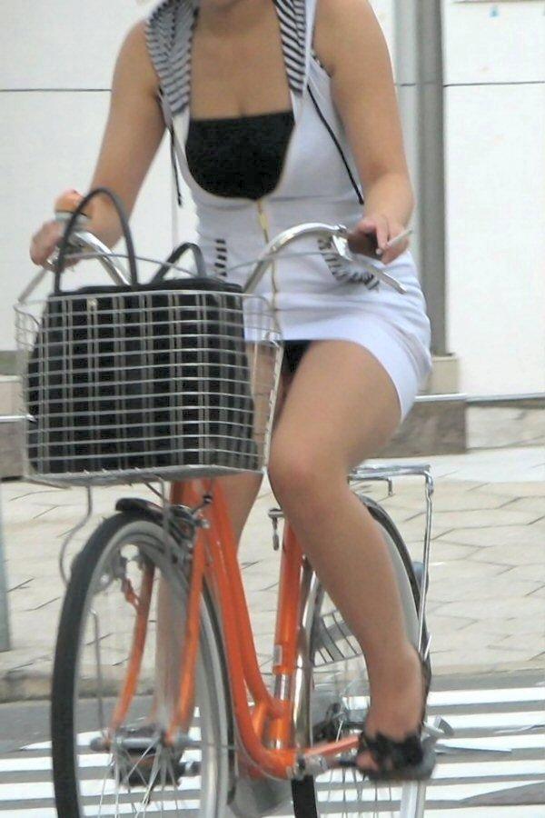 自転車 パンチラ 街撮り エロ画像【7】
