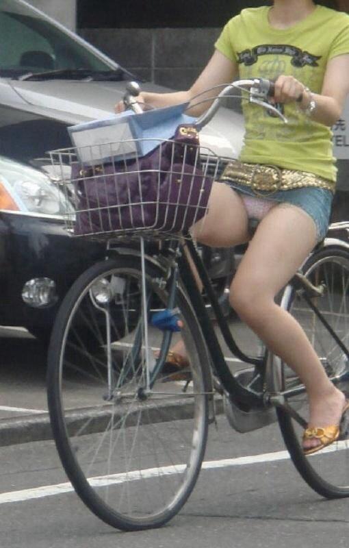 自転車 パンチラ 街撮り エロ画像【9】