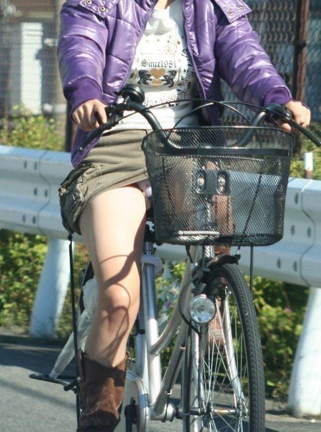自転車 パンチラ 街撮り エロ画像【11】