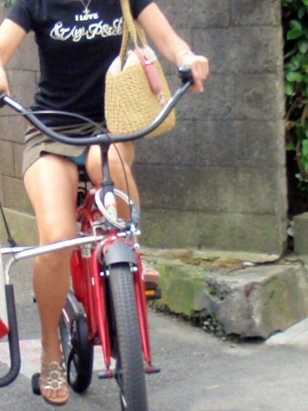 自転車 パンチラ 街撮り エロ画像【13】