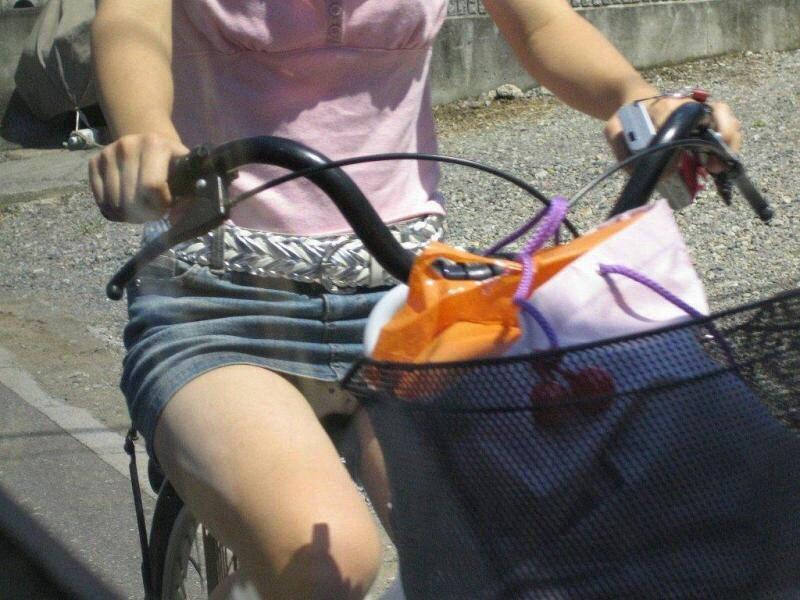 自転車 パンチラ 街撮り エロ画像【14】