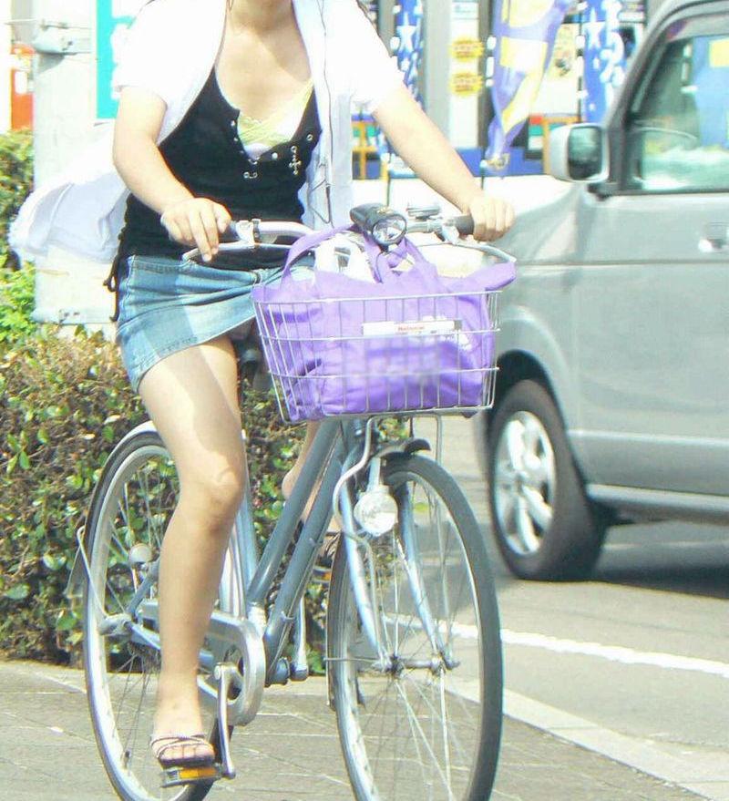自転車 パンチラ 街撮り エロ画像【15】