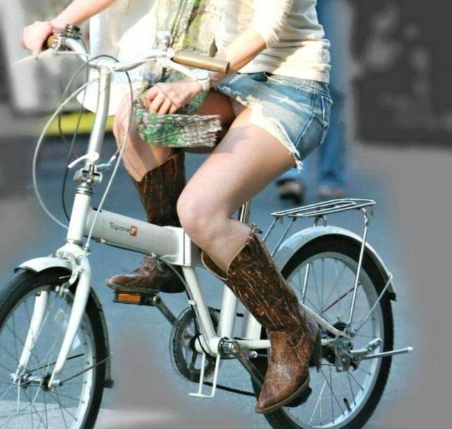 自転車 パンチラ 街撮り エロ画像【18】