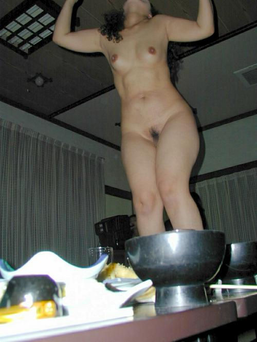 ピンクコンパニオン 全裸 宴会 ヌード エロ画像【3】
