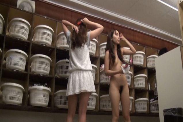 盗撮っぽく撮影された更衣室系の画像が一番興奮しちゃう危険奴wwwwwwwwww