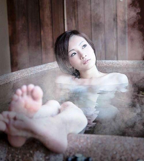 美女 温泉 ヌード エロ画像【12】