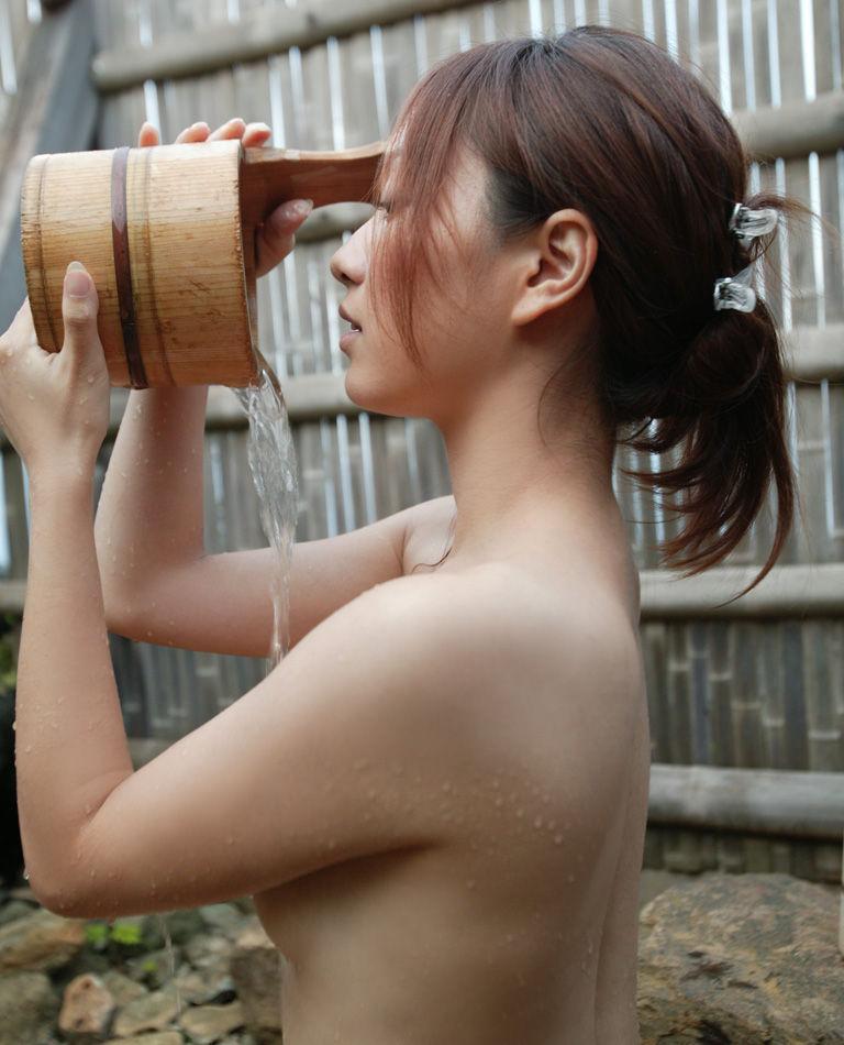 美女 温泉 ヌード エロ画像【32】
