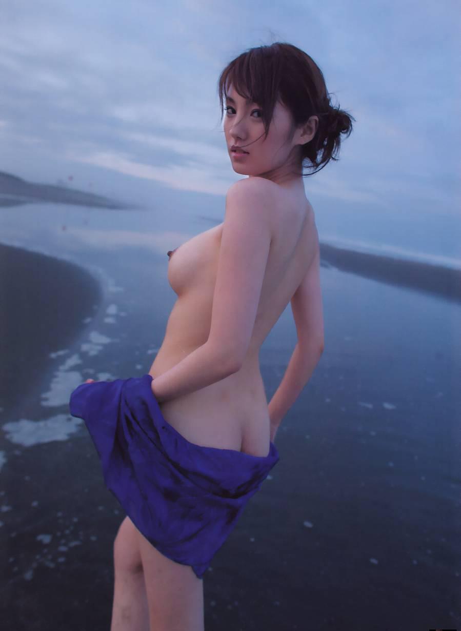 海 全裸 美女 ビーチ ヌード エロ画像【11】