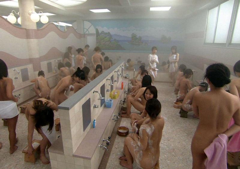 全裸見放題な銭湯や温泉の女湯画像集 表紙