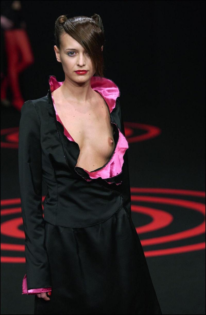 おっぱい ポロリ 片乳 ファッションショー エロ画像【34】
