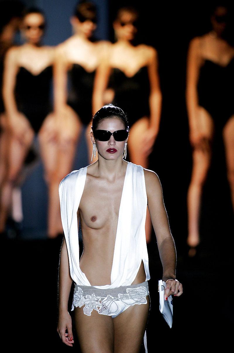 おっぱい ポロリ 片乳 ファッションショー エロ画像【45】