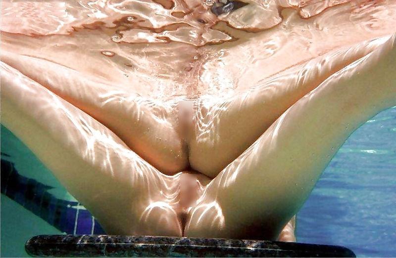 まんこ 水中 露出 海 プール エロ画像【9】