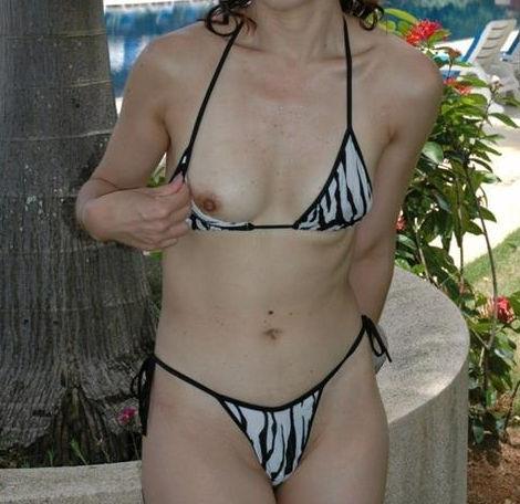 乳輪 乳首 ポロリ マイクロビキニ ハプニング エロ画像【21】