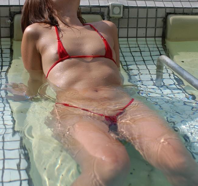 乳輪 乳首 ポロリ マイクロビキニ ハプニング エロ画像【28】