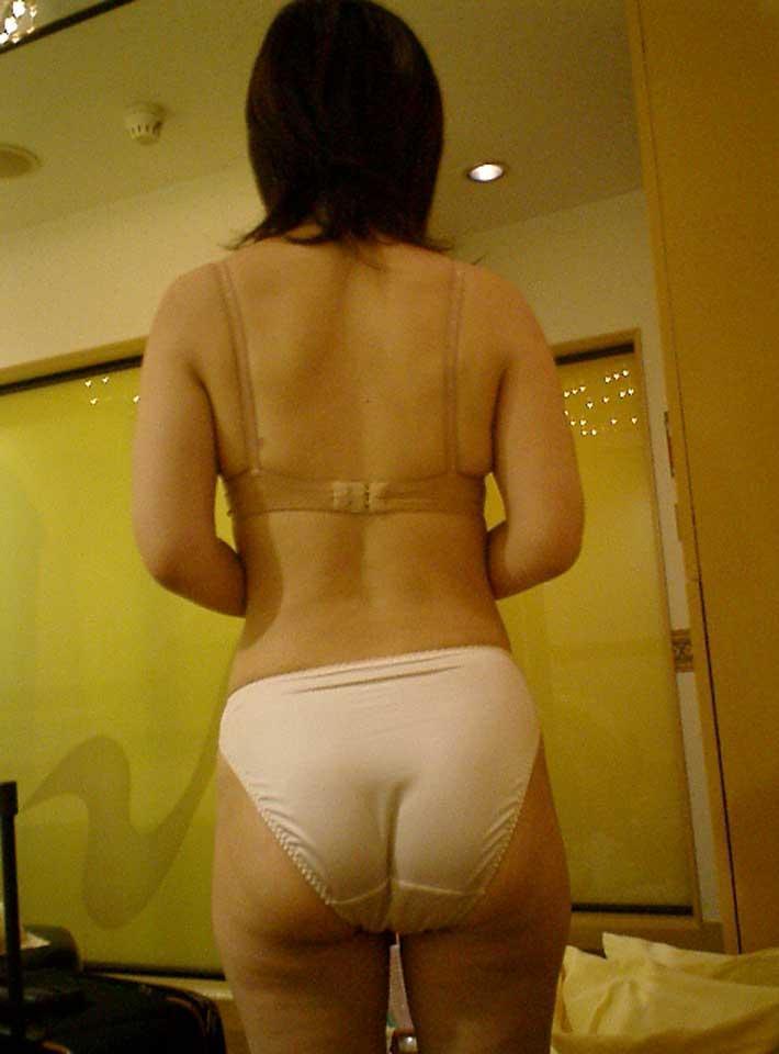 フルバックパンツ お尻 ワレメ 食い込む エロ画像【3】