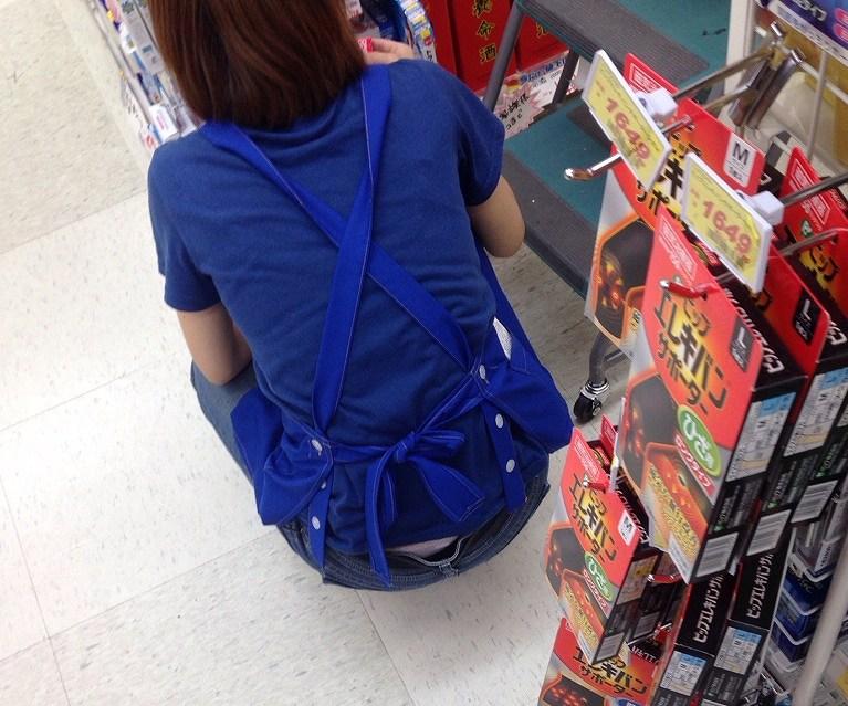 お店 パンツ 店内 パンチラ エロ画像【9】
