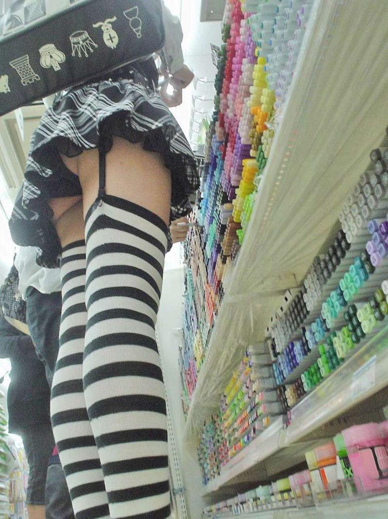 お店 パンツ 店内 パンチラ エロ画像【44】