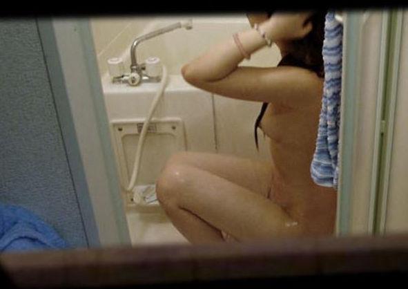 女性の民家を覗いたら入浴中だったりエロい姿満載だった件