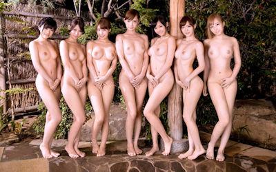 直立ヌードが美しい全裸美女のエロ画像 ②
