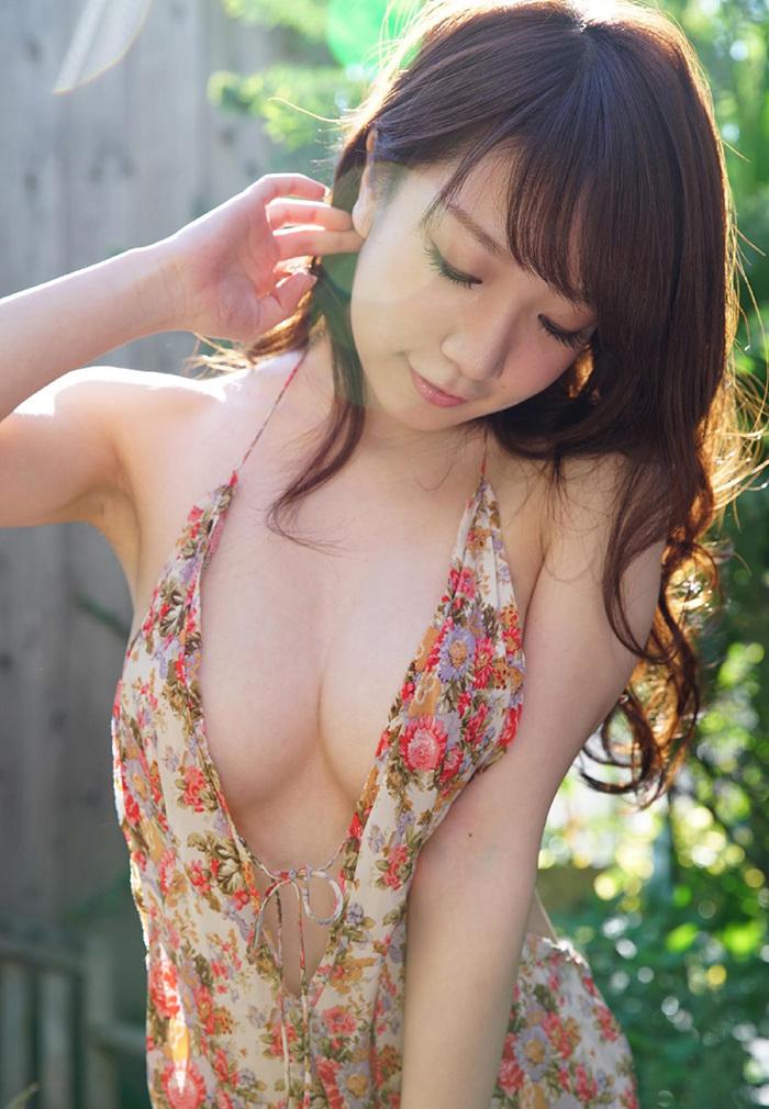 服 乳首 ギリギリ 隠す 着衣 エロ画像【4】