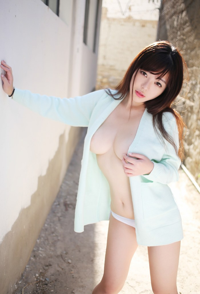 服 乳首 ギリギリ 隠す 着衣 エロ画像【6】