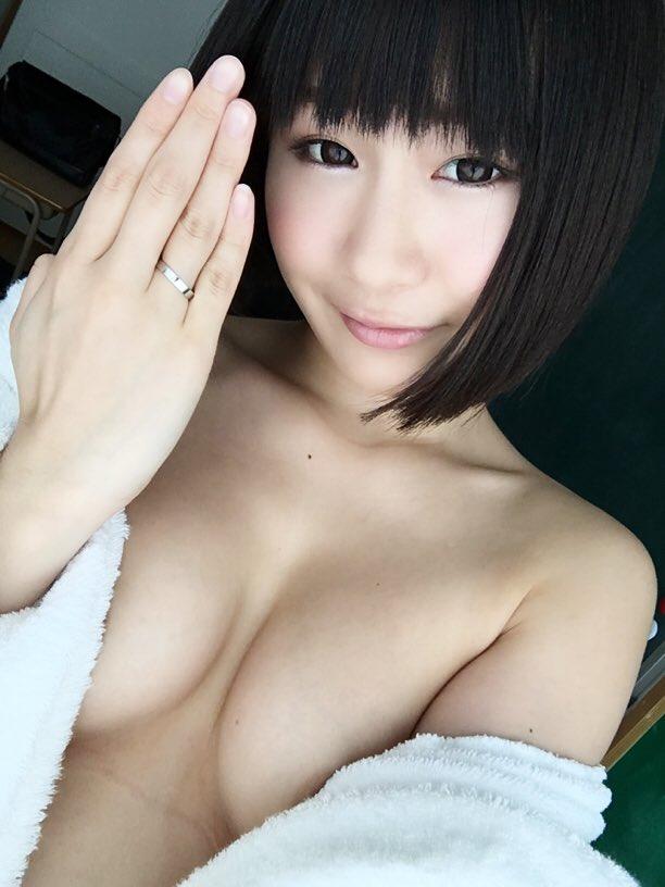 服 乳首 ギリギリ 隠す 着衣 エロ画像【8】