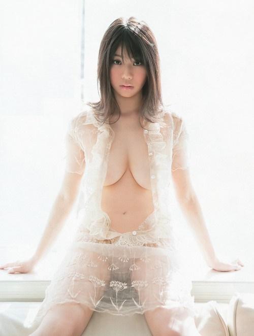 服 乳首 ギリギリ 隠す 着衣 エロ画像【14】