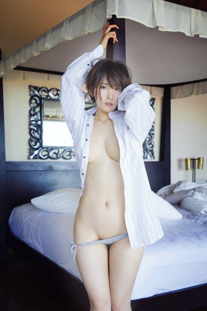 服 乳首 ギリギリ 隠す 着衣 エロ画像【15】