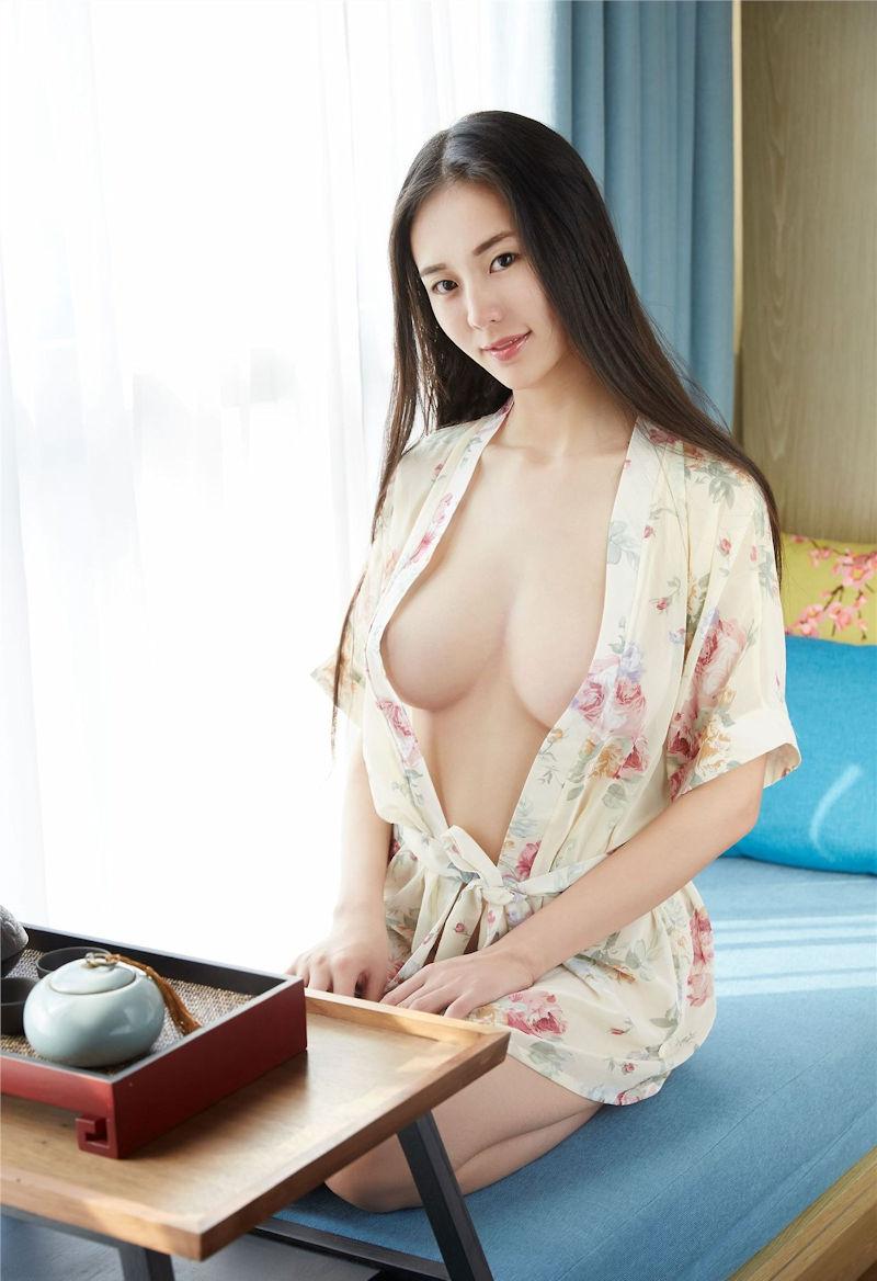 服 乳首 ギリギリ 隠す 着衣 エロ画像【46】