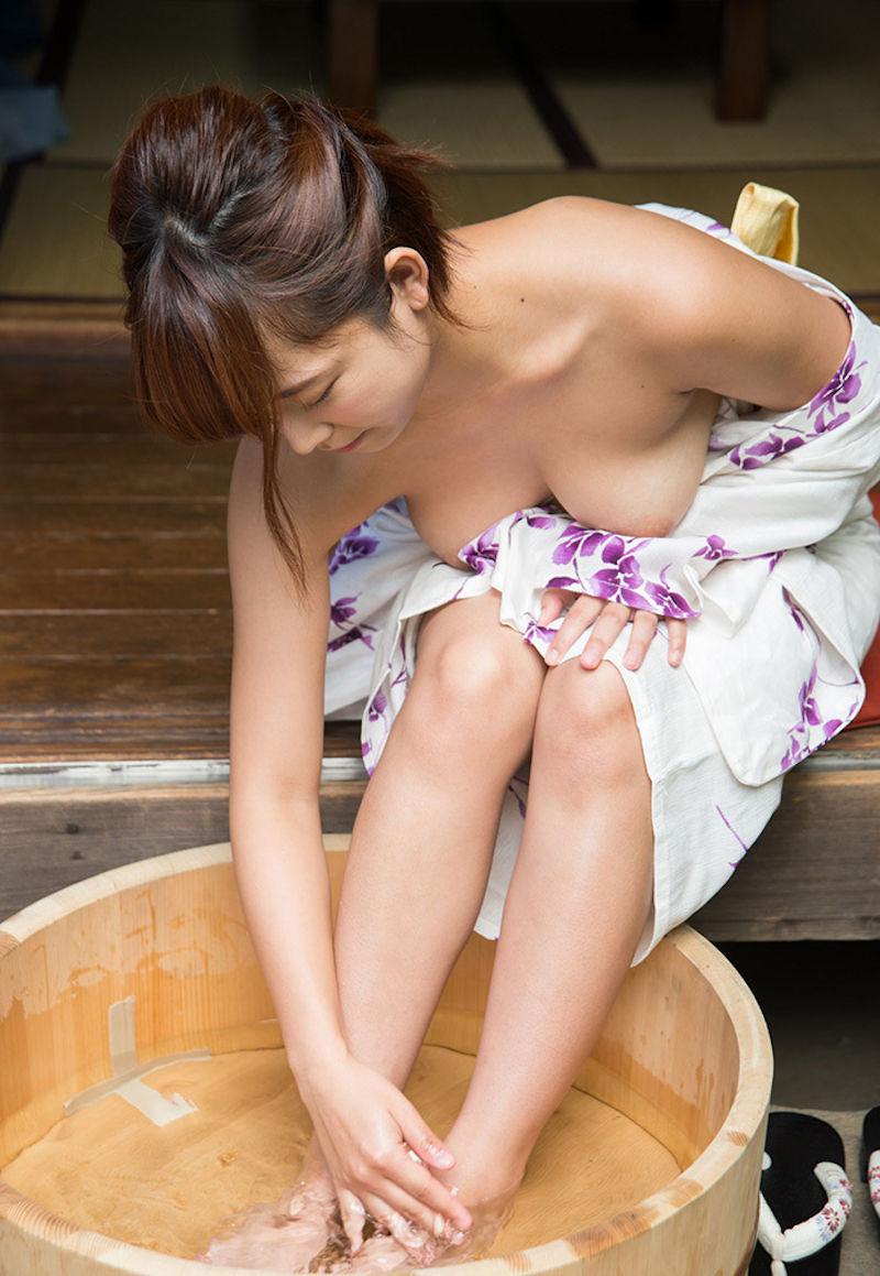 服 乳首 ギリギリ 隠す 着衣 エロ画像【52】
