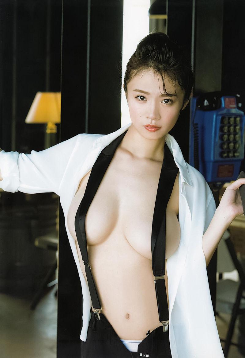 吊りバンド 乳首 隠す サスペンダー おっぱい エロ画像【12】