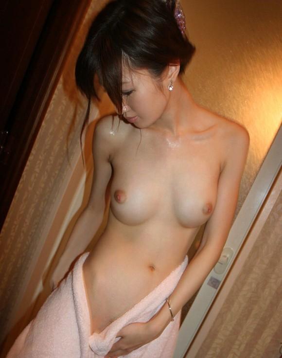 バスタオル まんこ 拭く 風呂上がり 脱衣所 エロ画像【5】