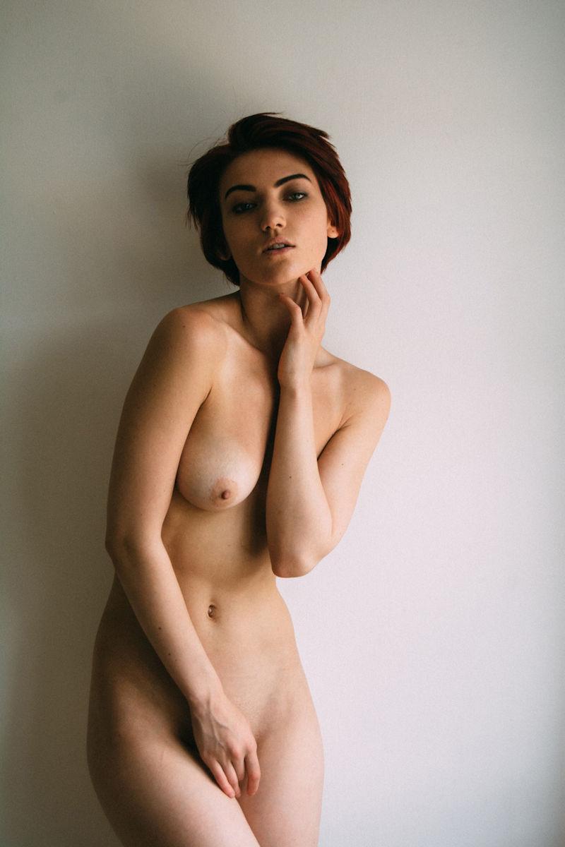 全裸 股間 押さえる 外国人 手パンツ ヌード エロ画像【13】